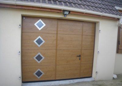 porte sectionnelle hublots décoratifs