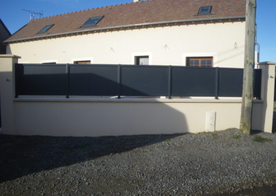 Clôture contemporaine lames horizontales