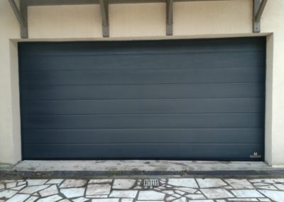 Porte de garage sectionnelle motirisée